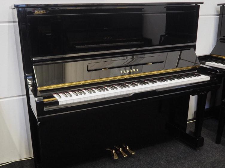 Yamaha U300S piano