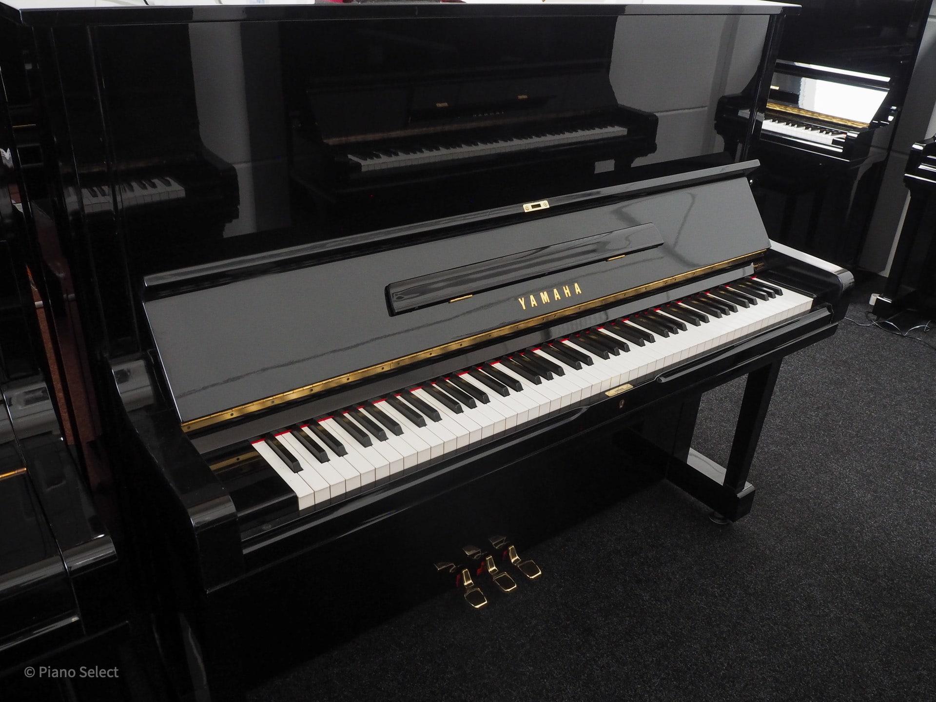 Yamaha U3H piano