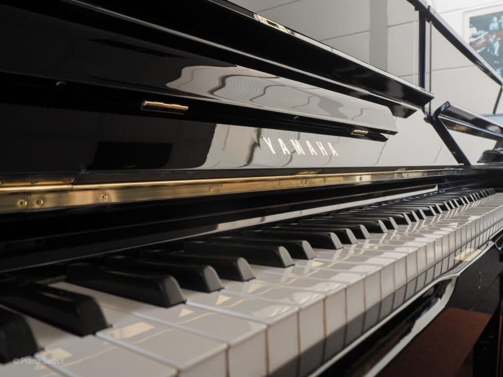 Yamaha U1H piano